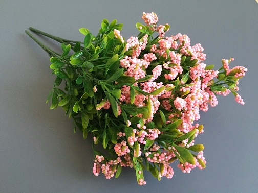 Букет зелени с розовыми ягодками , 2уп