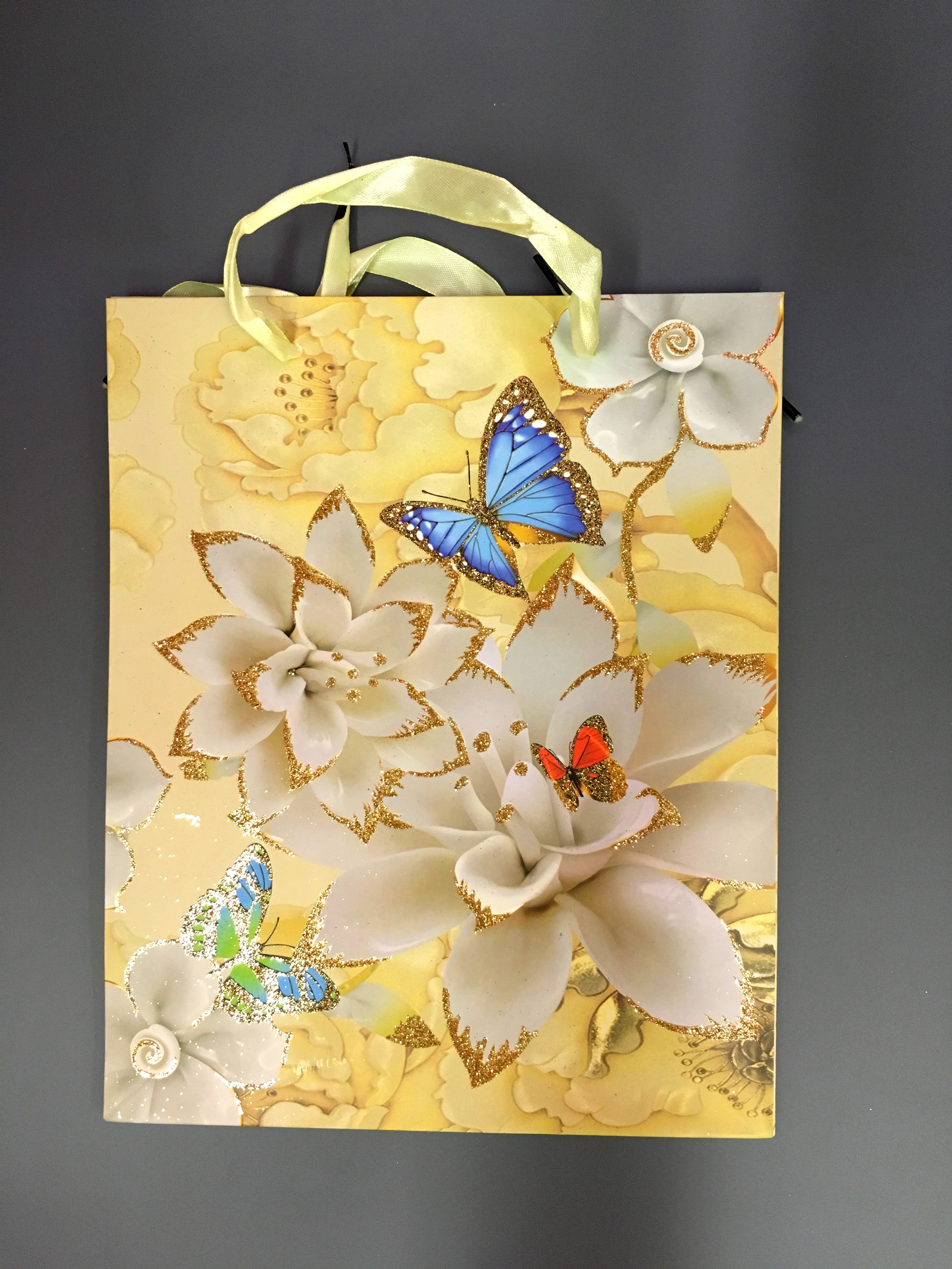 Пакет подарочный  Белые цветы