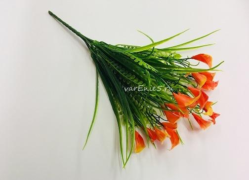 веточка зелени, каллы оранжевые
