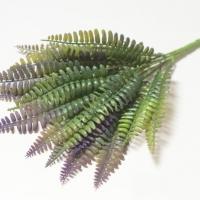 Букет зелени папоротник фиолетовый